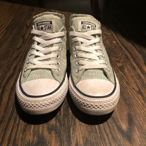 Low top converse with cushioned tongue. Size 7